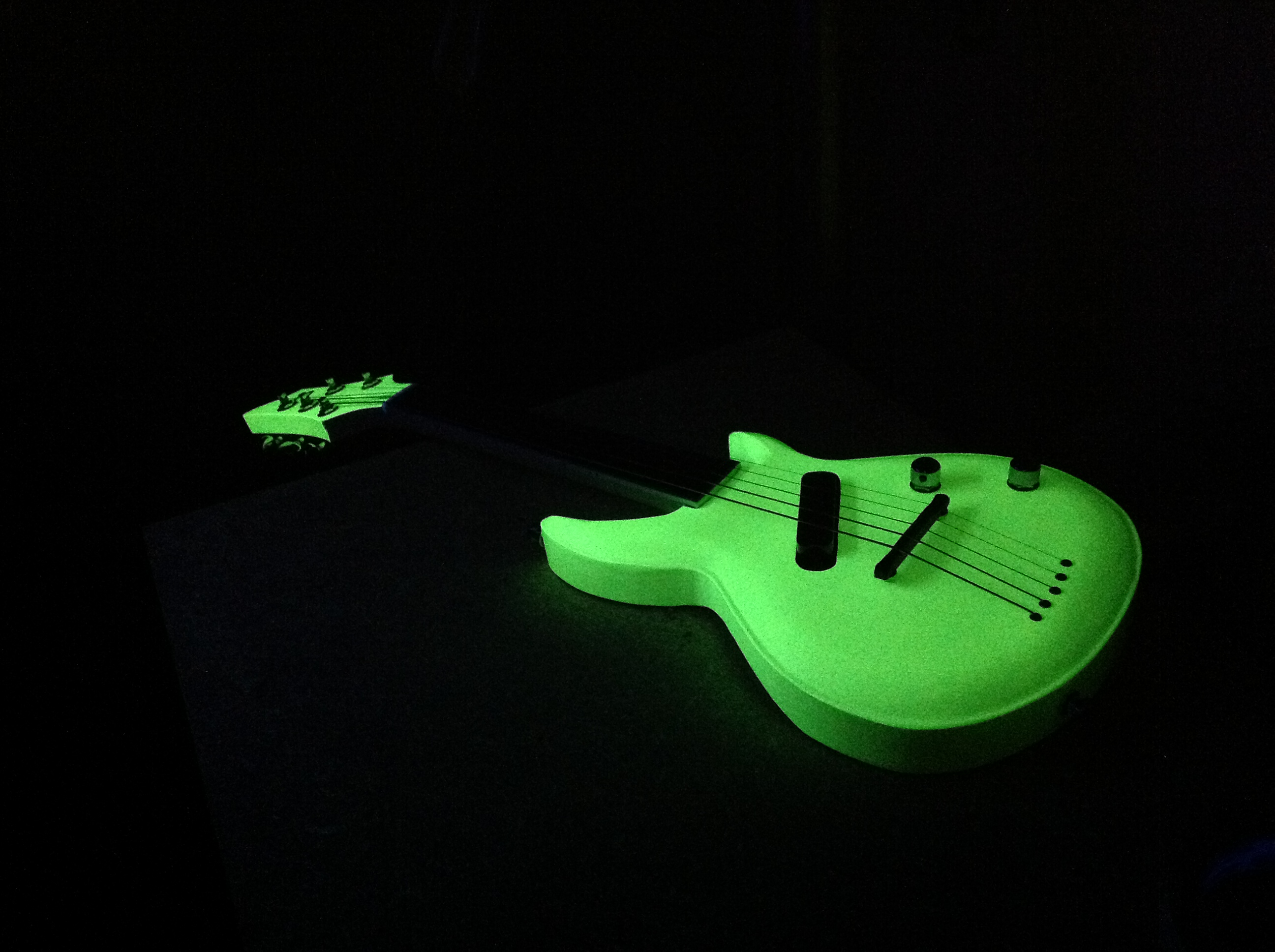 glow-in-the-dark-guitar-mandolin-1