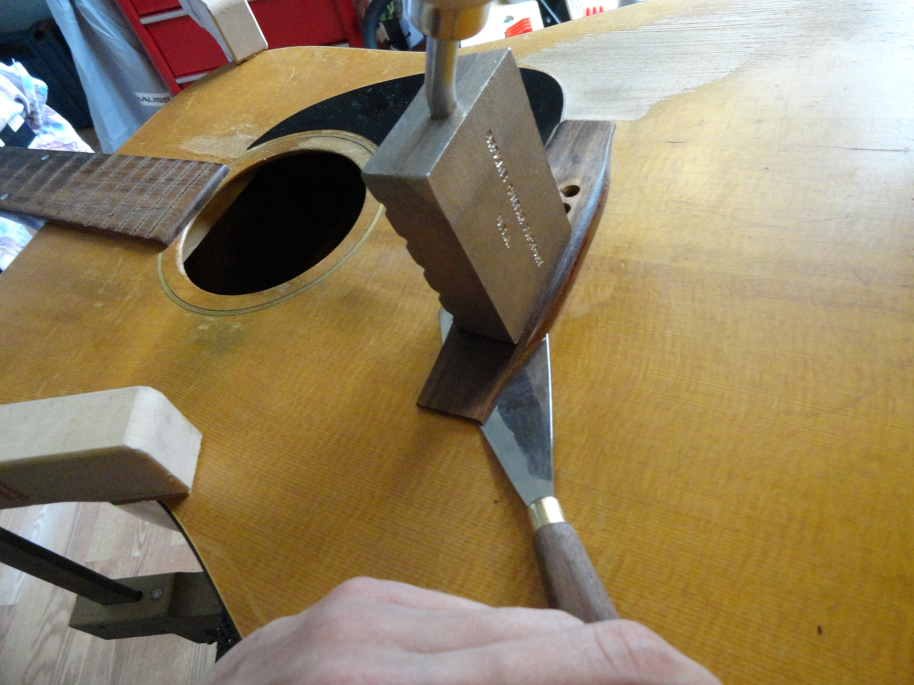 Repairing an acoustic guitar bridge - removing bridge